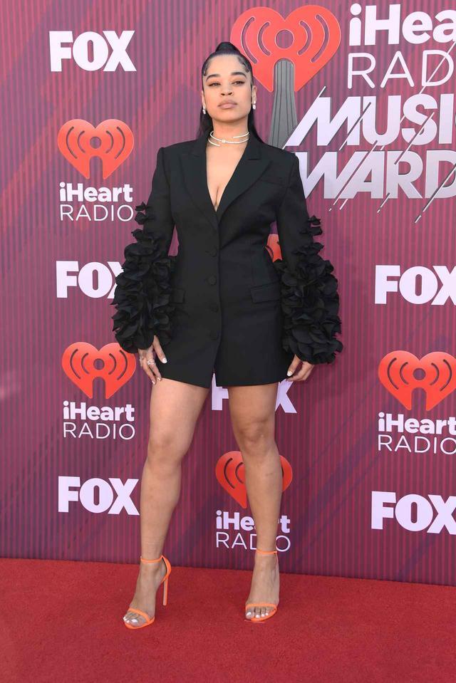 画像7: iHeartRadioアワードのレッドカーペットスタイルをお届け、人気セレブの衣装は?