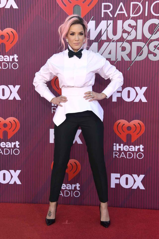 画像3: iHeartRadioアワードのレッドカーペットスタイルをお届け、人気セレブの衣装は?