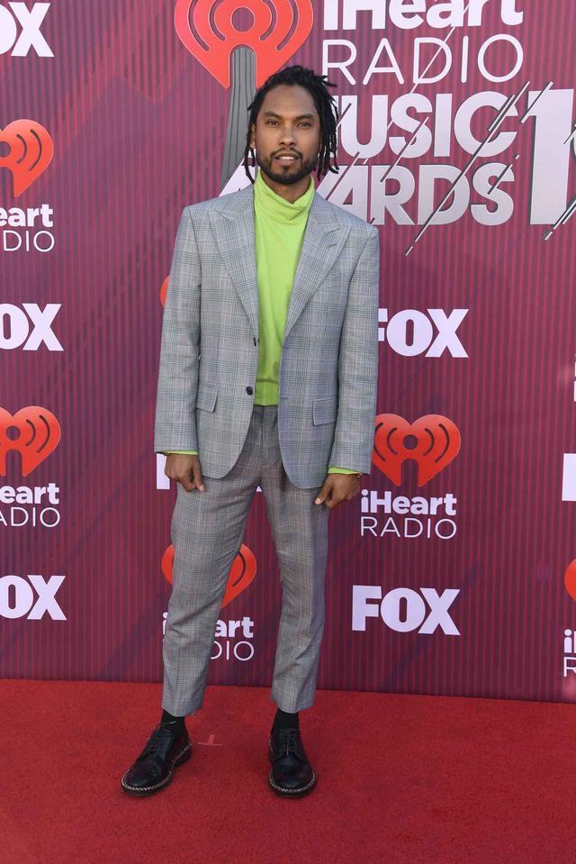 画像6: iHeartRadioアワードのレッドカーペットスタイルをお届け、人気セレブの衣装は?