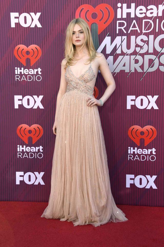 画像8: iHeartRadioアワードのレッドカーペットスタイルをお届け、人気セレブの衣装は?