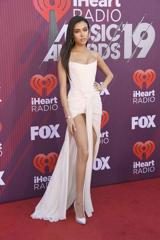 画像11: iHeartRadioアワードのレッドカーペットスタイルをお届け、人気セレブの衣装は?