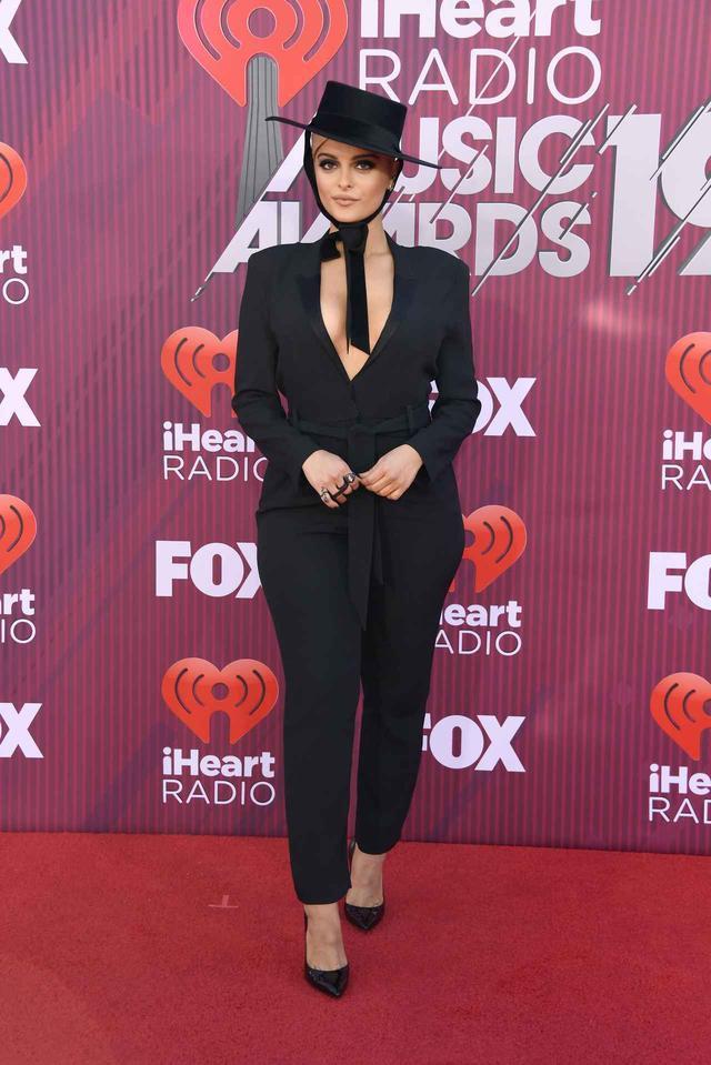 画像5: iHeartRadioアワードのレッドカーペットスタイルをお届け、人気セレブの衣装は?