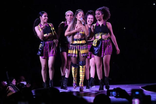 画像9: アリアナ・グランデ、世界ツアーで「七変化」!ステージ衣装ぜんぶ見せます