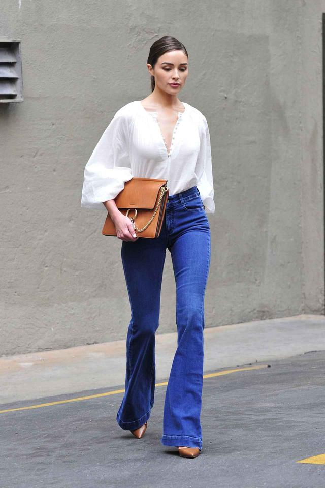 画像2: H&Mのブラウスをおしゃれに着こなす人気モデル!