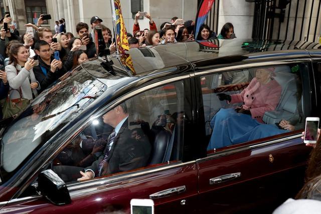 画像2: 車内で「アレ」を分け合う