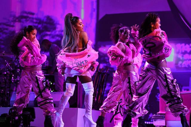 画像6: アリアナ・グランデ、世界ツアーで「七変化」!ステージ衣装ぜんぶ見せます