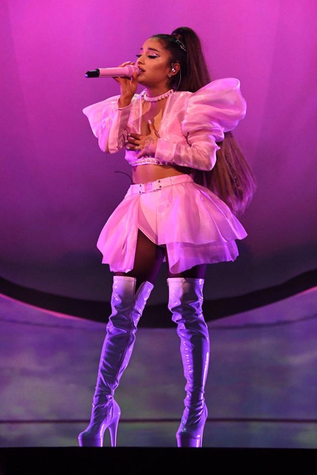 画像4: アリアナ・グランデ、世界ツアーで「七変化」!ステージ衣装ぜんぶ見せます