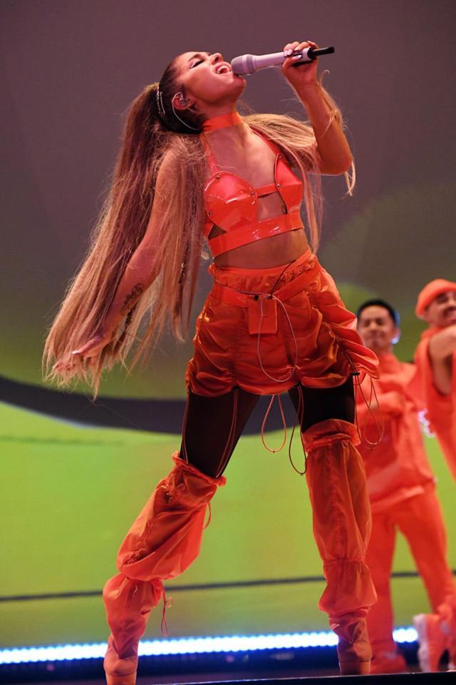 画像2: アリアナ・グランデ、世界ツアーで「七変化」!ステージ衣装ぜんぶ見せます
