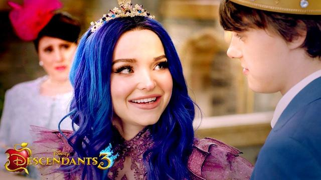 画像: Teaser: Mal's Darkness  | Descendants 3 www.youtube.com