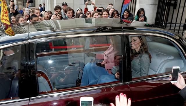 画像1: 車内で「アレ」を分け合う