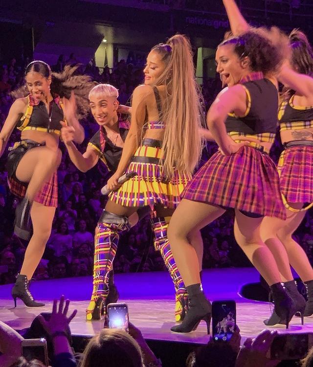 画像10: アリアナ・グランデ、世界ツアーで「七変化」!ステージ衣装ぜんぶ見せます