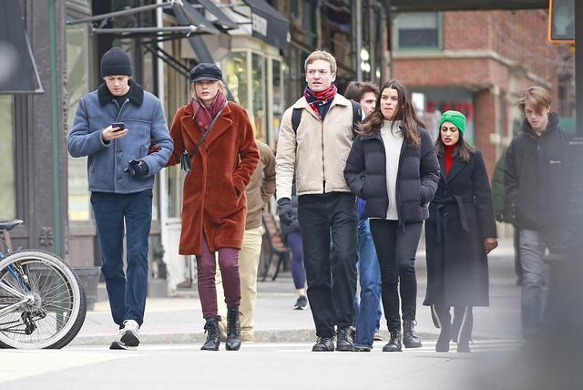 画像: 2018年の大晦日前日には、ニューヨークでジョーの兄弟らも交えてランチへ。