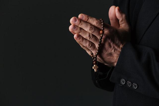 画像1: 高校の神父による性的虐待