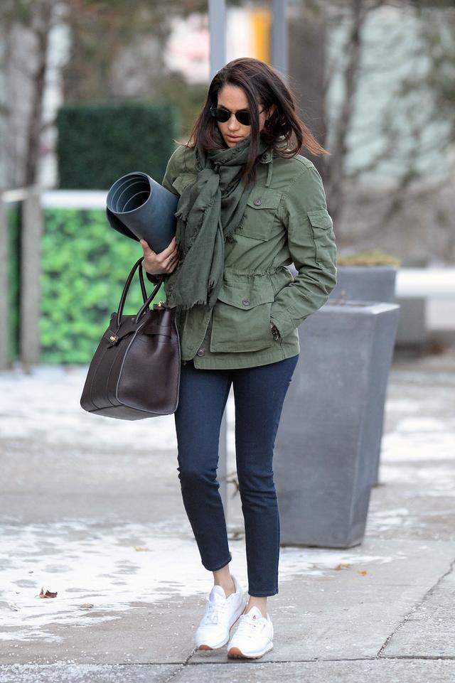 画像1: メーガン妃が3年以上愛用している「メンズもの」のジャケットが良品