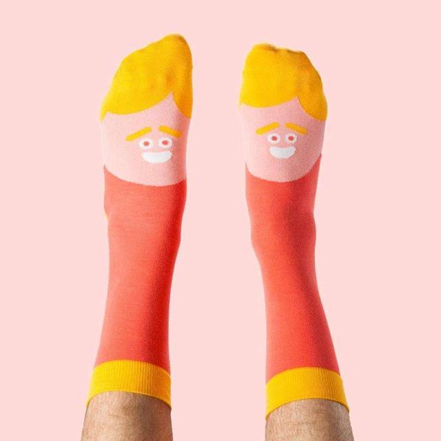 画像: ブラッド・ピットをモチーフにした「ブラッド・フィート(足)」 www.chattyfeet.com