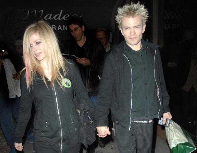 画像: 2006年に結婚した当時はロック界のビッグカップルとして騒がれたアヴリルとデリック。2009年に離婚を申請し、2010年に離婚が成立した。