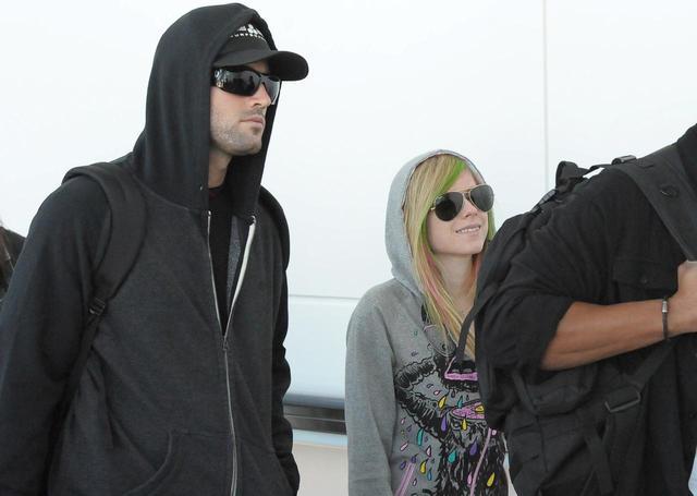画像: 2011年のアルバム『グッバイ・ララバイ』のPR来日時には、当時の恋人ブロディ・ジェンナーを同伴した。