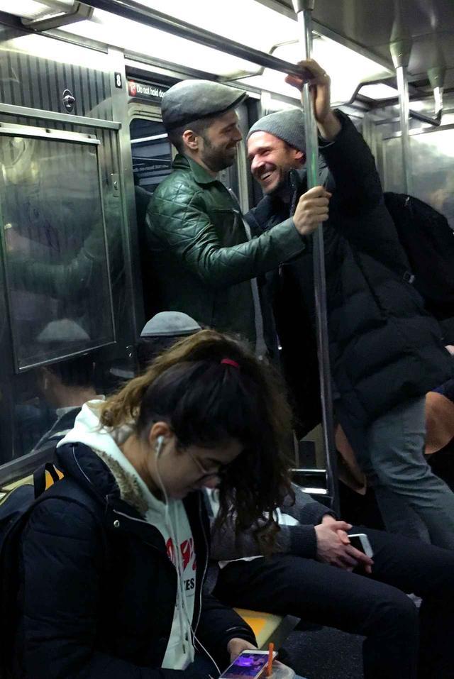 画像2: マーベル俳優が電車に乗っていたら…