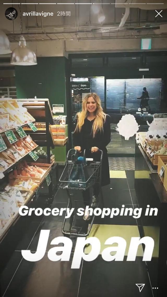 画像1: アヴリル、スーパーでお買い物