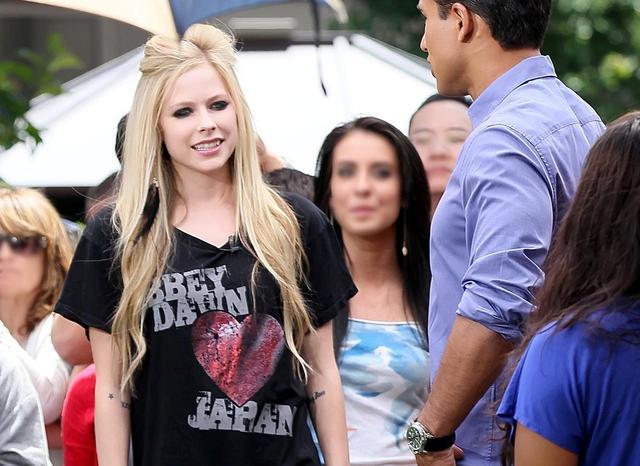 画像: 東日本大震災の被災者支援Tシャツを着て、マリオ・ロペスの番組出演。
