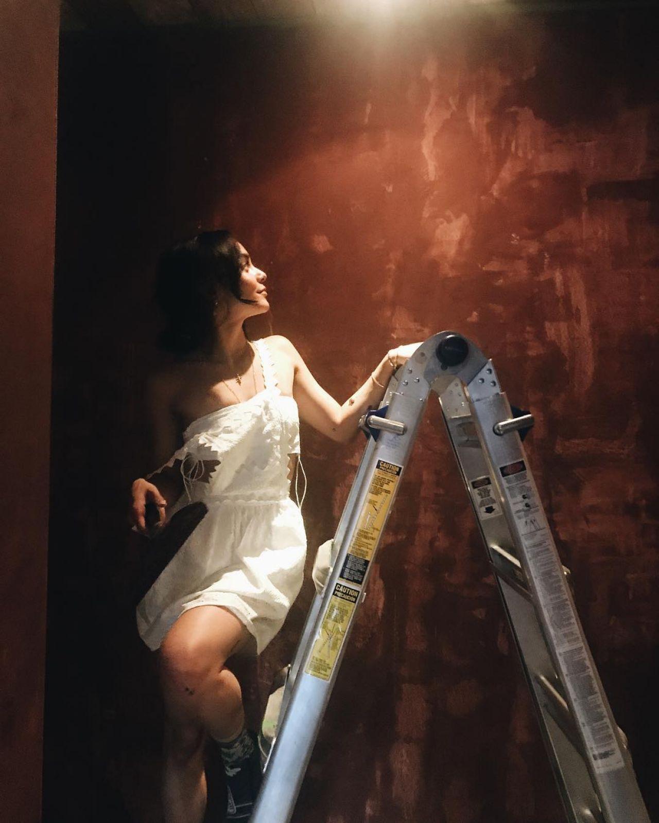 画像1: ヴァネッサ・ハジェンズの「エプロンワンピ」が可愛すぎる♡