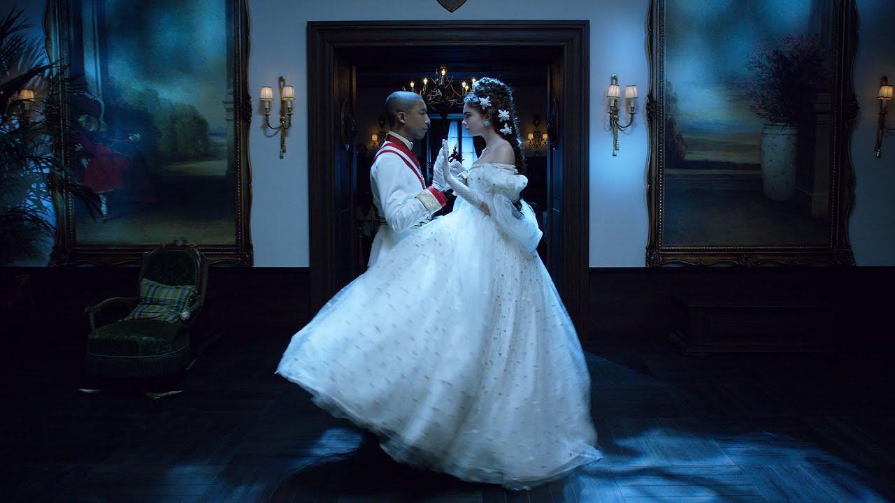 """画像: """"Reincarnation,"""" film by Karl Lagerfeld ft. Pharrell Williams, Cara Delevingne & Géraldine Chaplin www.youtube.com"""