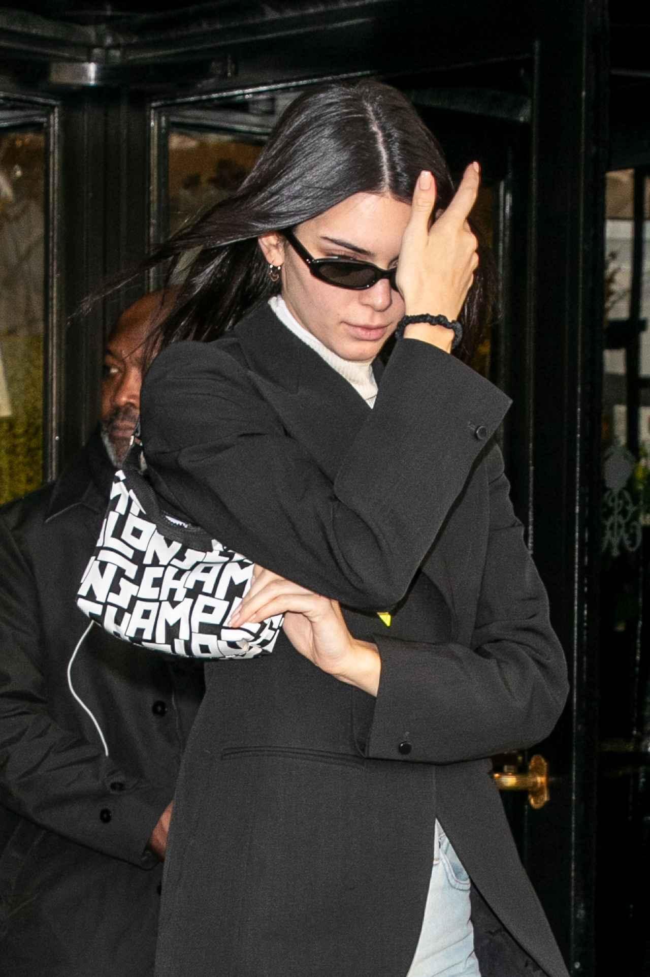 画像2: ケンダル・ジェンナーがロンシャンのロゴバッグをヘビロテ♡