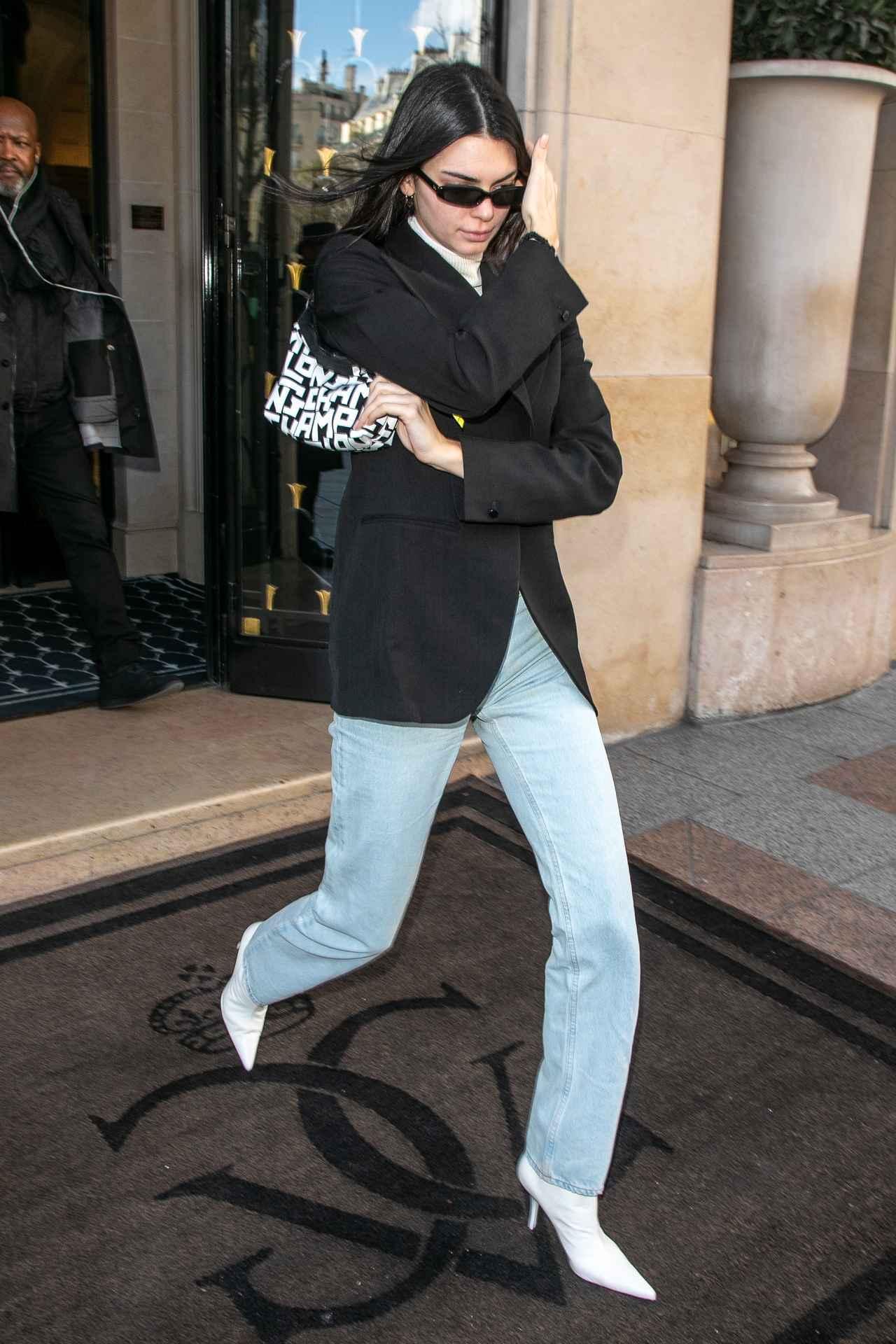 画像1: ケンダル・ジェンナーがロンシャンのロゴバッグをヘビロテ♡