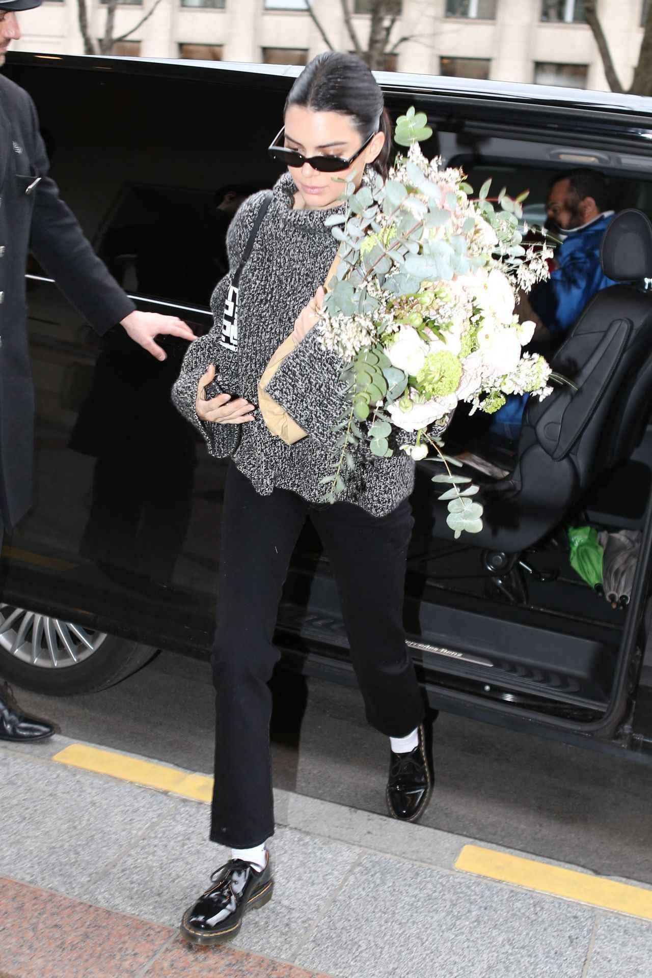 画像3: ケンダル・ジェンナーがロンシャンのロゴバッグをヘビロテ♡