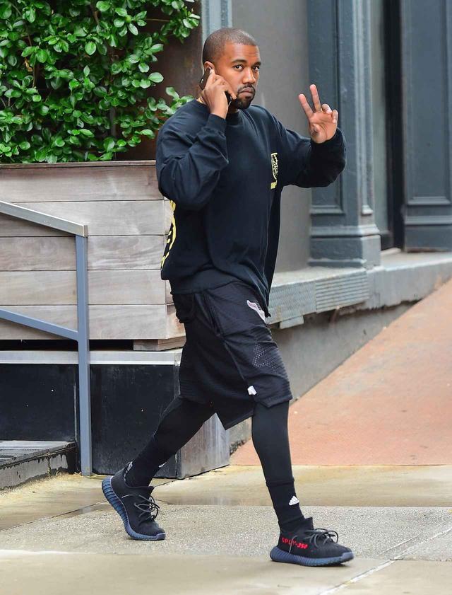 画像: Yeezy Boost 350を履くカニエ・ウェスト。