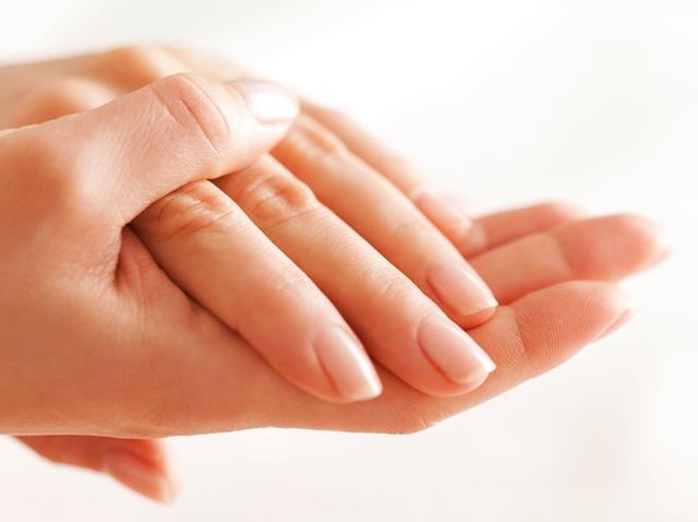 画像2: ネイルで自爪がボロボロの人を救う!海外で人気のホットオイルマニキュア