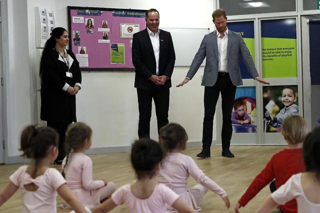 画像2: もうすぐパパに!ヘンリー王子が子供たちとバレエレッスン