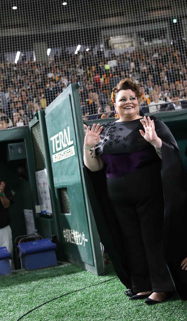 画像2: 『グレイテスト・ショーマン』キアラ・セトル、読売ジャイアンツの試合に登場