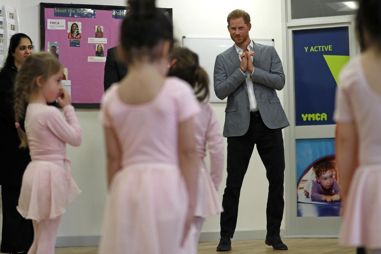 画像1: もうすぐパパに!ヘンリー王子が子供たちとバレエレッスン