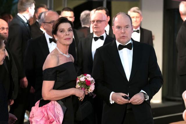 画像1: モナコ王室主催「ローズ・ボール」に本物のプリンセスやプリンスが大集合【内部写真】