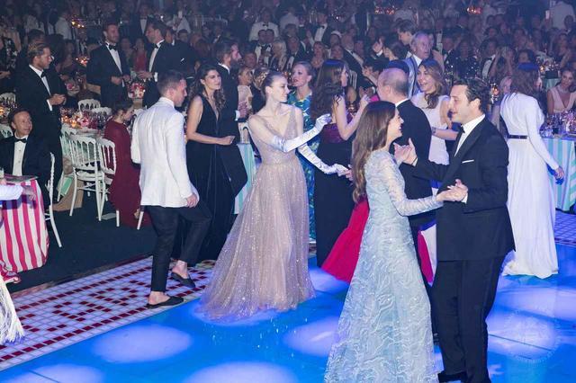 画像8: モナコ王室主催「ローズ・ボール」に本物のプリンセスやプリンスが大集合【内部写真】