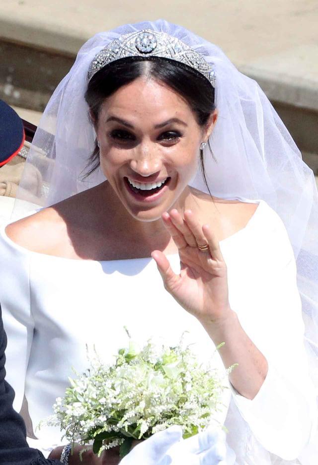 画像1: メーガン妃結婚式のフローリスト、ロイヤル・クオリティのヘアアクセサリー・ラインを発表