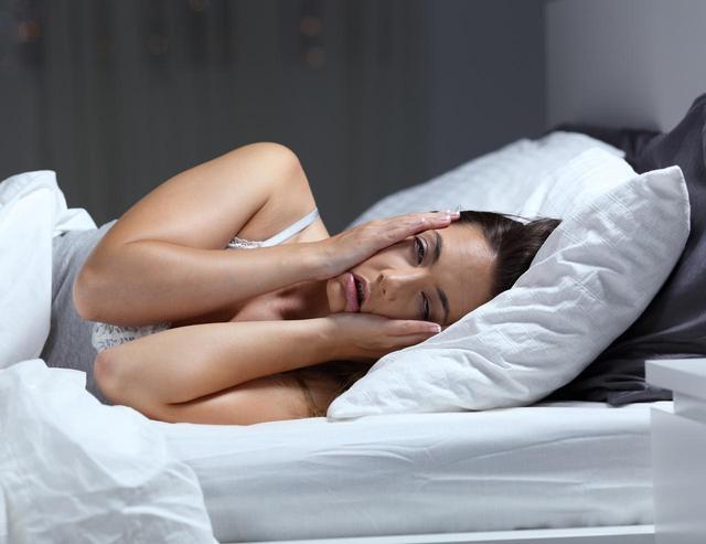 画像: メイクを落とさないで寝たら起きる、コワイこと4つ