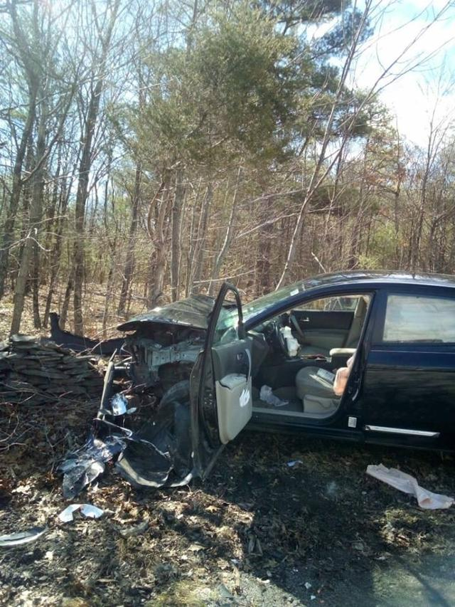 画像1: 車を全壊させる交通事故を起こした女性、あの「生き物」が運転席にいたからパニックに
