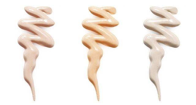 画像: 化粧下地(プライマー)は光沢感のあるタイプを使う