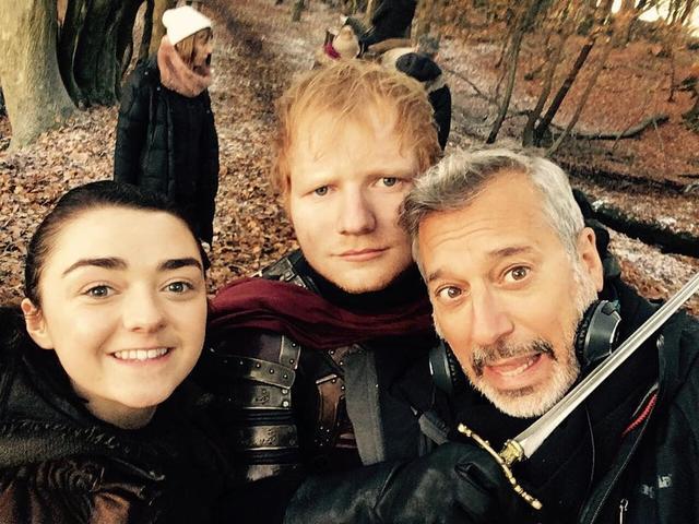 画像: エド・シーランとアリア役メイジー・ウィリアムズが共演した第7章第1話の撮影現場より。©Ed Sheeran./Instagram