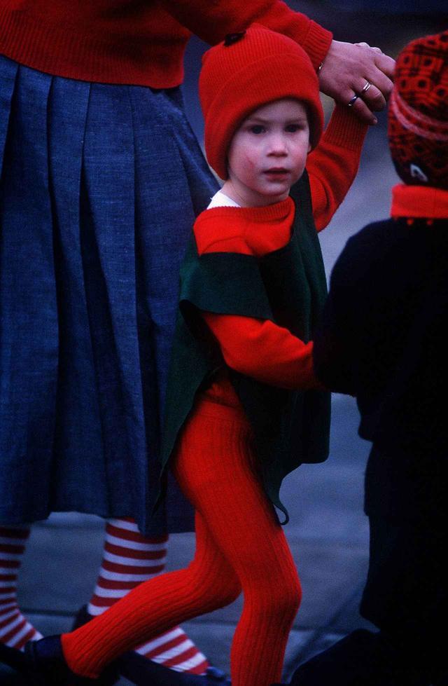 画像2: ヘンリー王子、子供のころの演劇会での姿が可愛すぎる