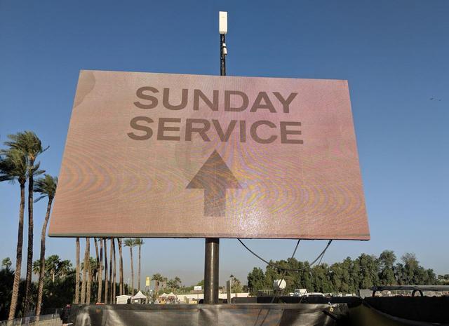 画像1: カニエの日曜礼拝がコーチェラに降臨