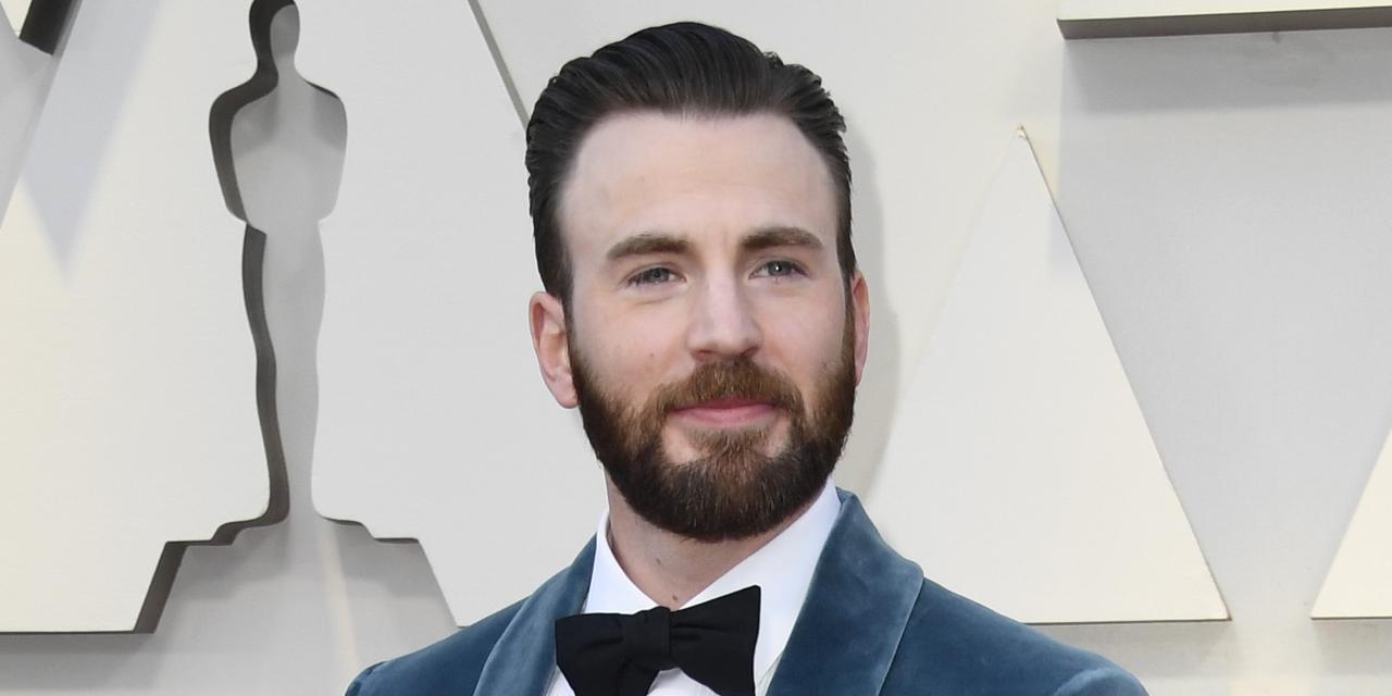 画像: LGBT+の権利運動に熱心はクリスの弟、俳優のスコット・エヴァンスはゲイであることをカミングアウトしている。