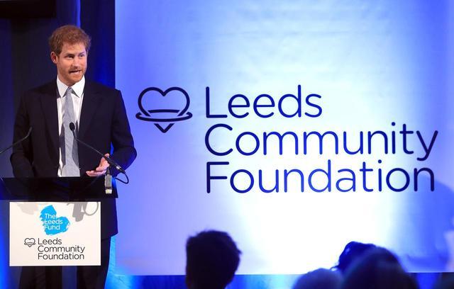 画像: 2017年、メンタルヘルスについてスピーチをするヘンリー王子