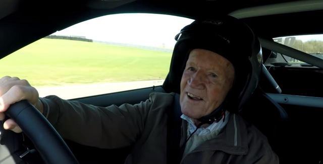 画像1: ヘリコプターを運転すること/レーシングカーを運転すること