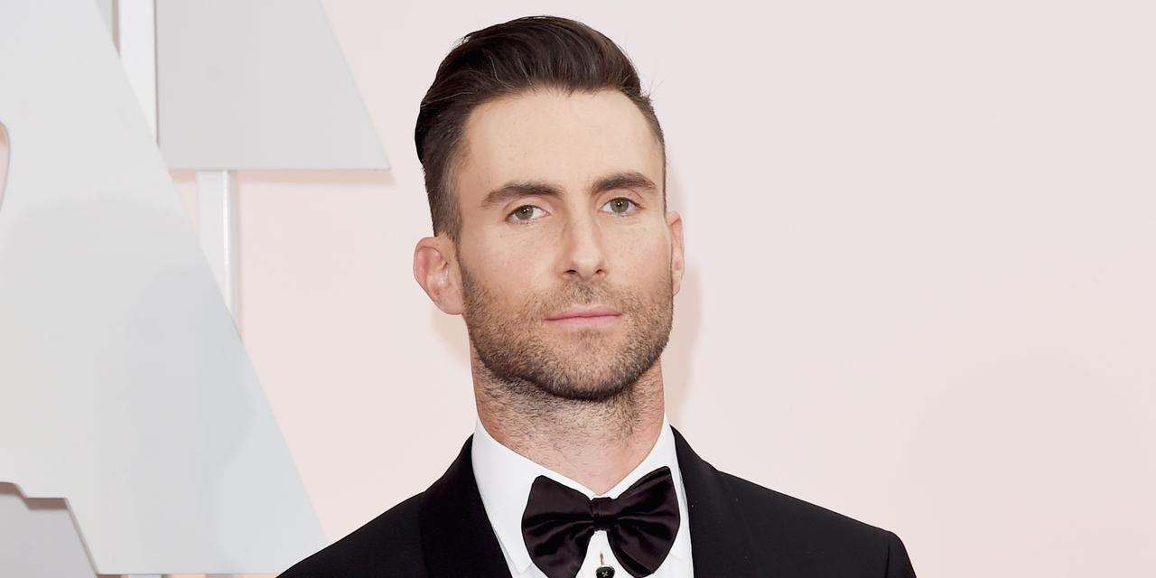 """画像: ゲイの弟を持つアダム。弟が自分のセクシャリティを""""おかしいこと""""だと感じないように、家族一丸となって応援したという。"""