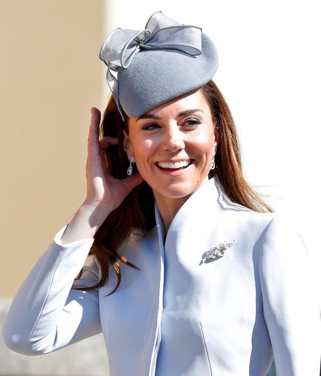 画像2: キャサリン妃の耳元に注目
