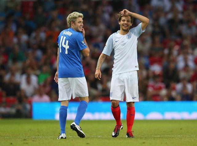 画像: ルイとナイルは2人とも大のサッカーファンとしても知られている。