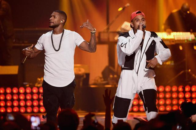 画像: 2014年のiHeartRadio Music Festivalで共演したアッシャーとクリス。